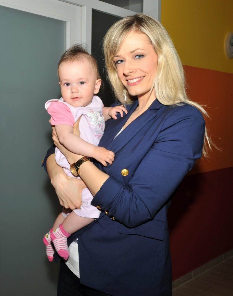 Peller Mariann anyaotthonba látogatott